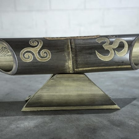 Altavoz de bambú Amalur modelo tallado TRISKEL OM